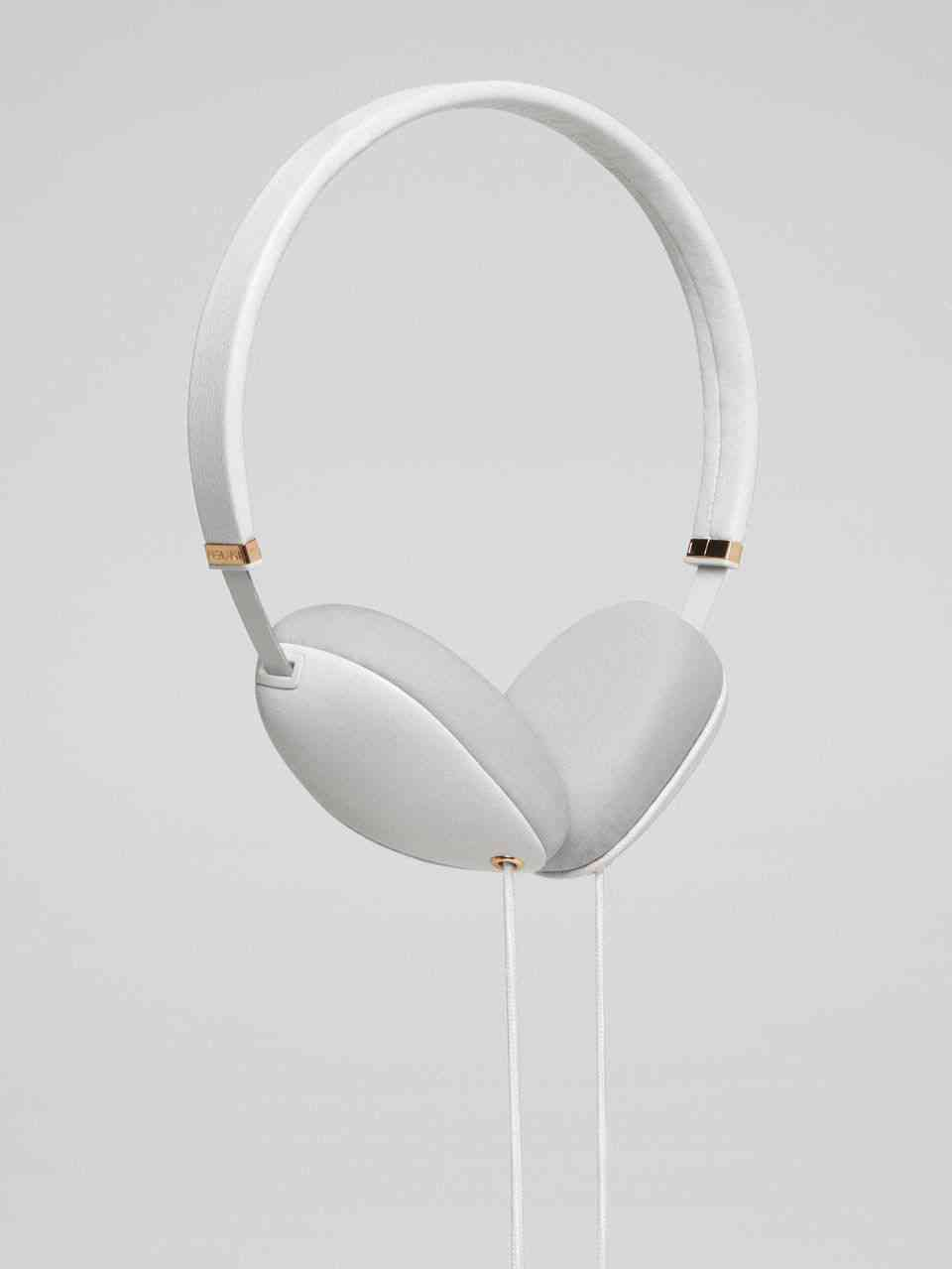 plica-headphones